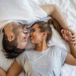 couple sur un lit